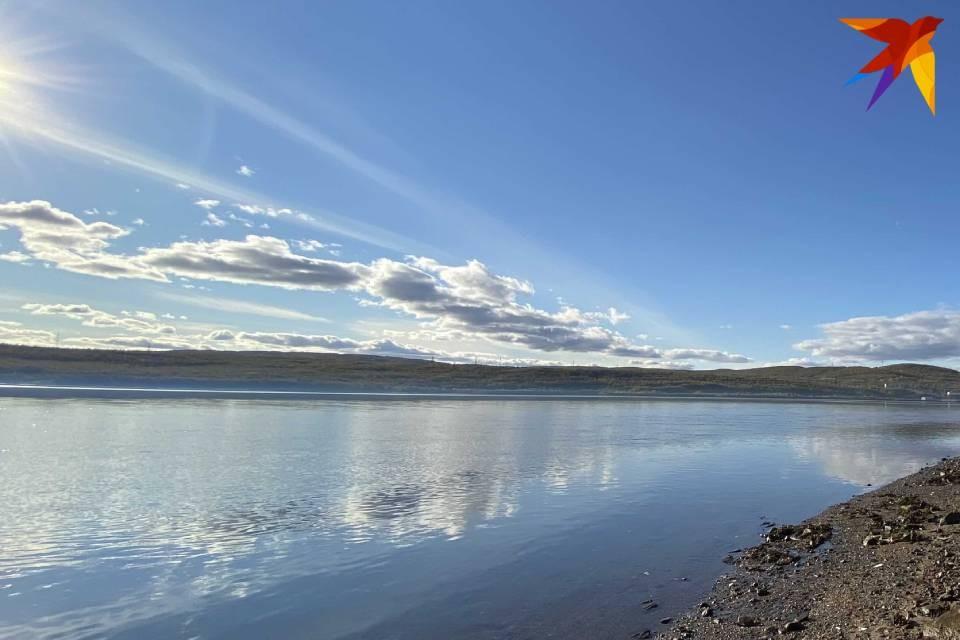 В районе мыса Шарапов Мотовского залива лодка с пятью рыбаками потеряла ход.