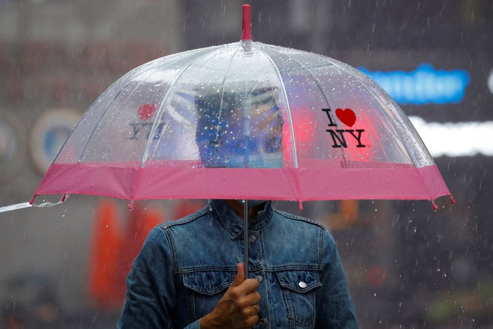 Наступающая осень, вне всяческих сомнений, с дождями и листопадом принесет в США волну новых протестов.