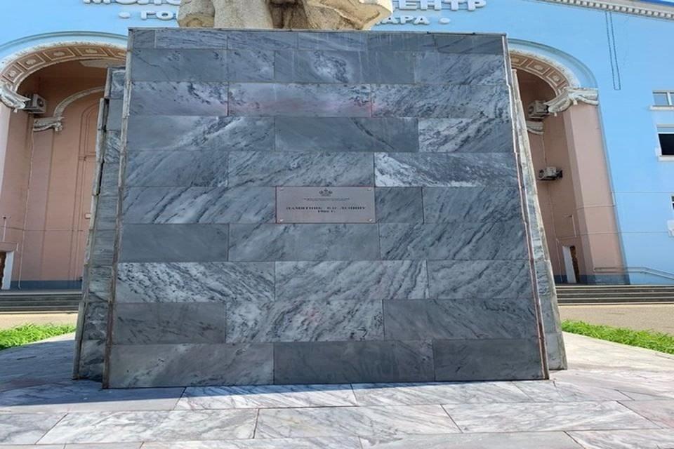 Вандалы облили краской памятник Ленину в Краснодаре