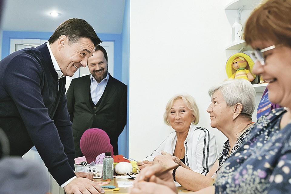 Андрей Воробьёв пообщался с участницами «Активного долголетия» в Красногорске. Фото: Константин СЕМЕНЕЦ