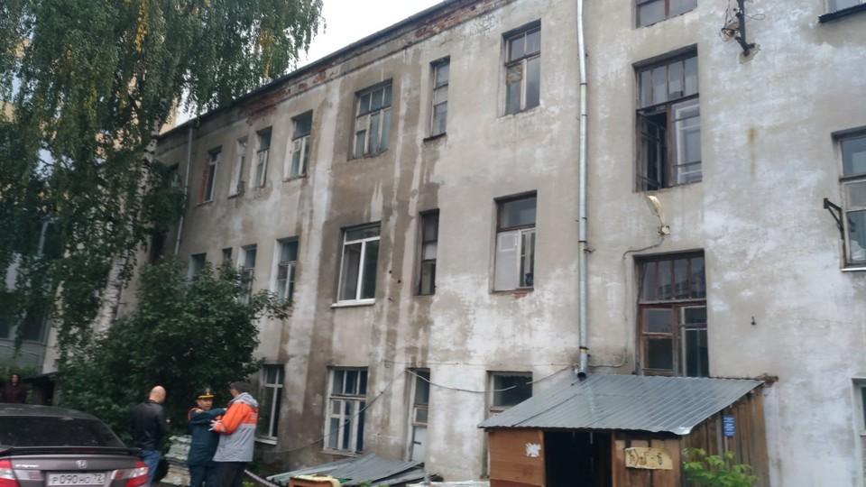 В Тюмени дом, который залило кипятком во время подачи тепла, признали зоной вероятной ЧС.