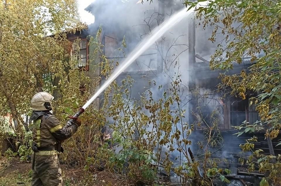 К счастью, людей вовремя эвакуировали из горящих зданий.