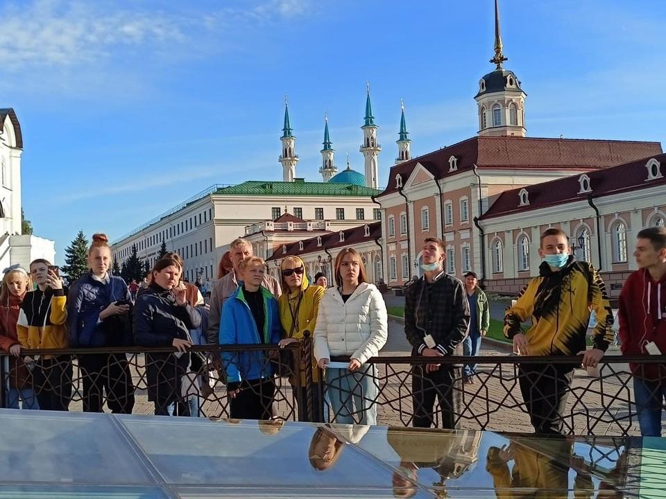 Волгоградские путешественники на экскурсии в Казанском Кремле.