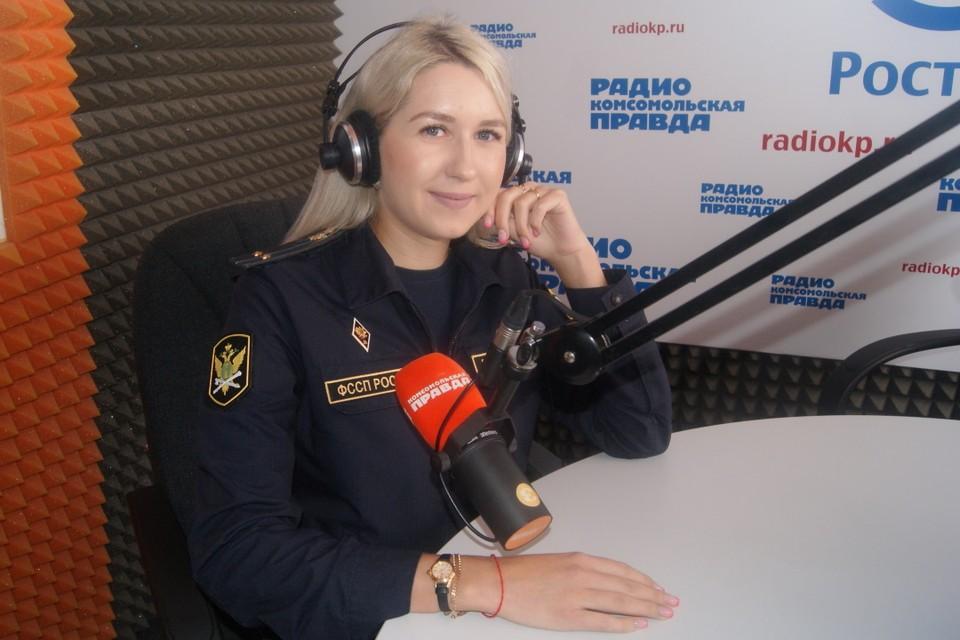 """Красавица-пристав в интервью на радио """"КП"""" рассказала о своей работе"""