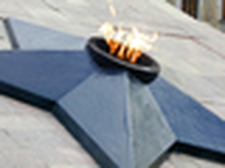 Ветераны Владивостока решили ремонтировать Вечный огонь своими силами