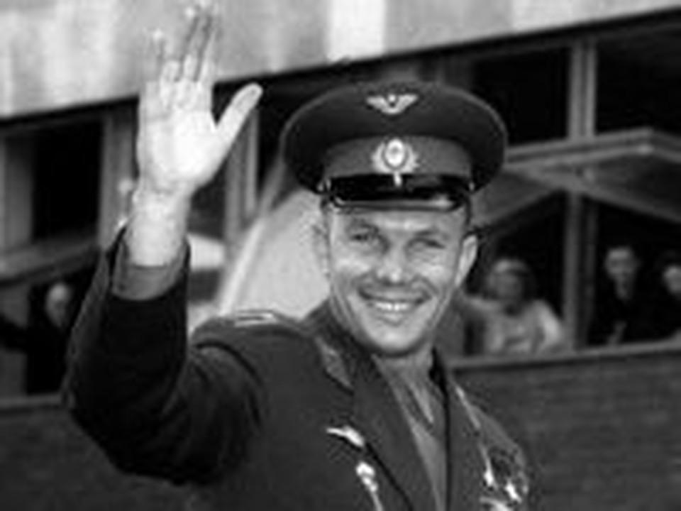 Юрия Гагарина самарцы разглядывали с высоты стремянки
