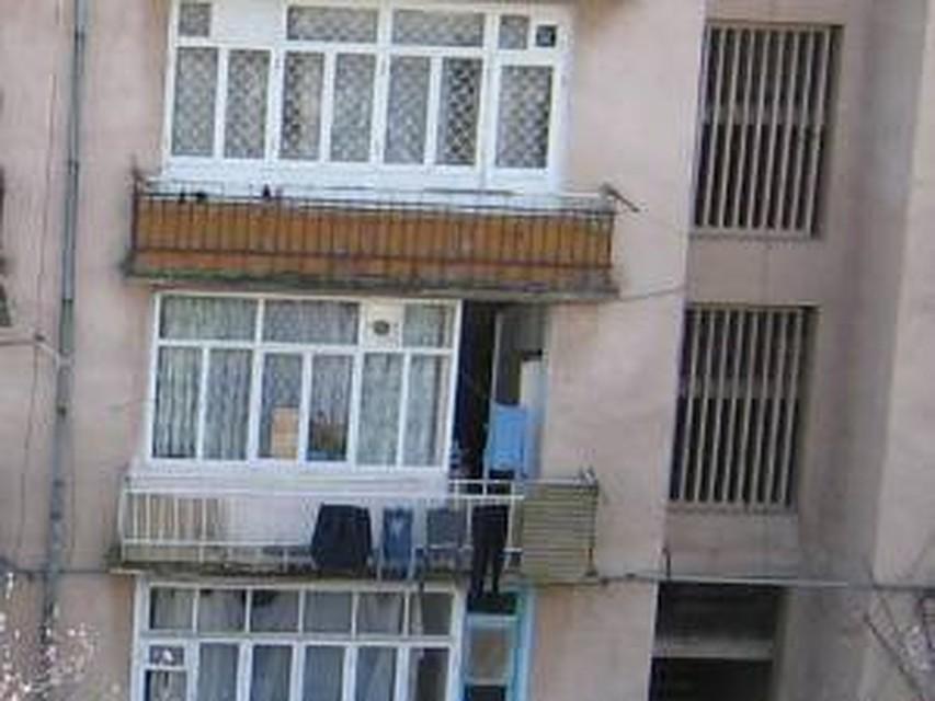 Бельевые веревки спасли девочку, упавшую с седьмого этажа в .