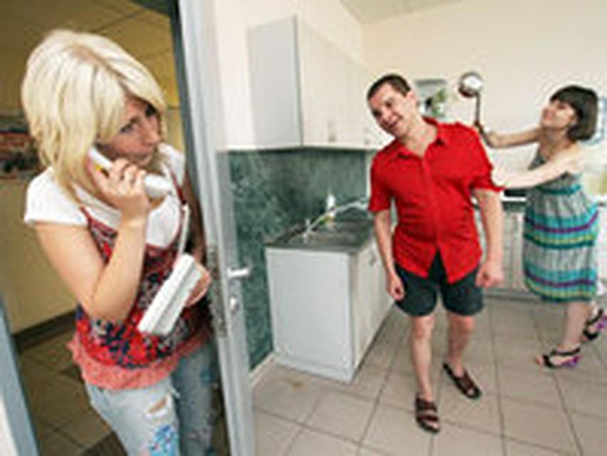 Русскую жену не устраивает муж и она пригласила соседа