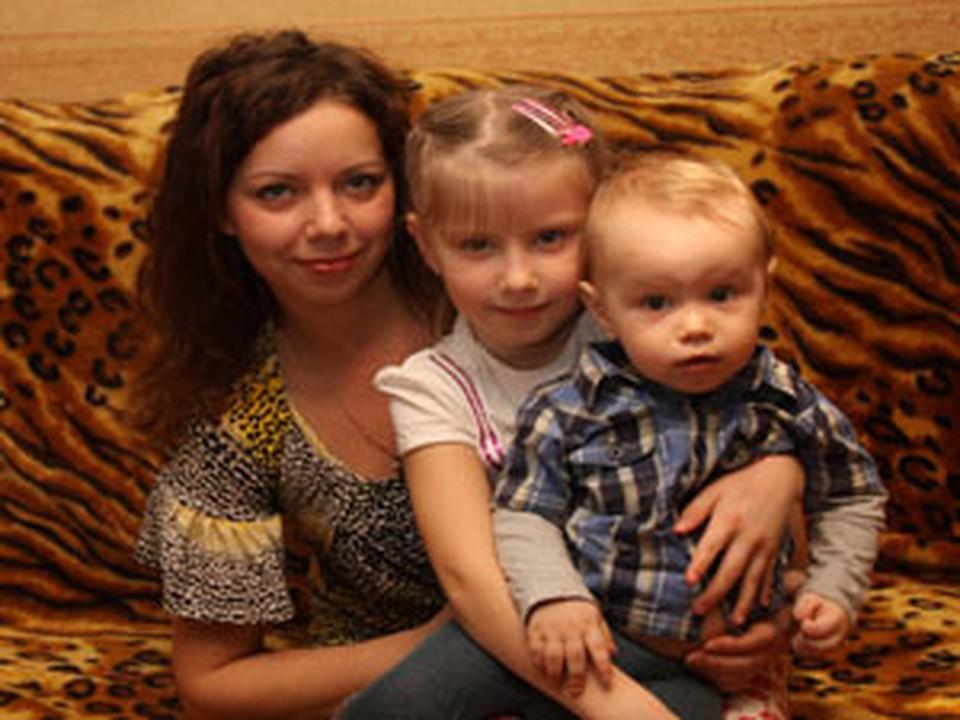 Сейчас Людмила вместе со своими детьми.