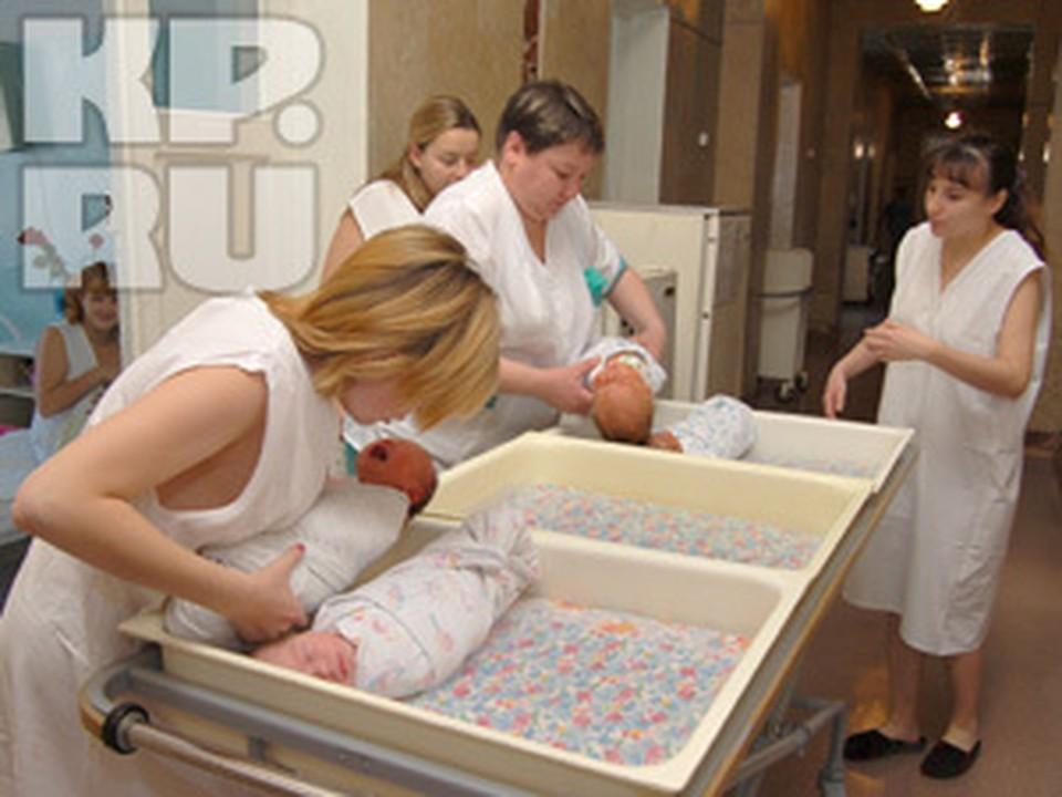 С 2012 года депутаты собираются облагать 13% подоходным налогом пособия молодым мамам