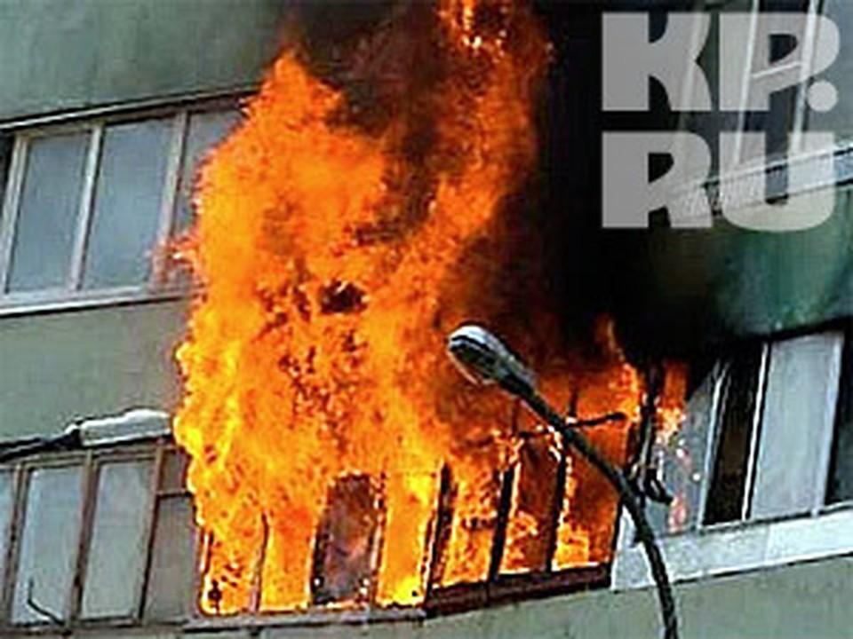 Пенсионерка задохнулась во время пожара в пятиэтажном доме в Вологде.