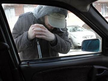 В Челябинске мошенники предлагают вернуть угнанные машины за вознаграждение