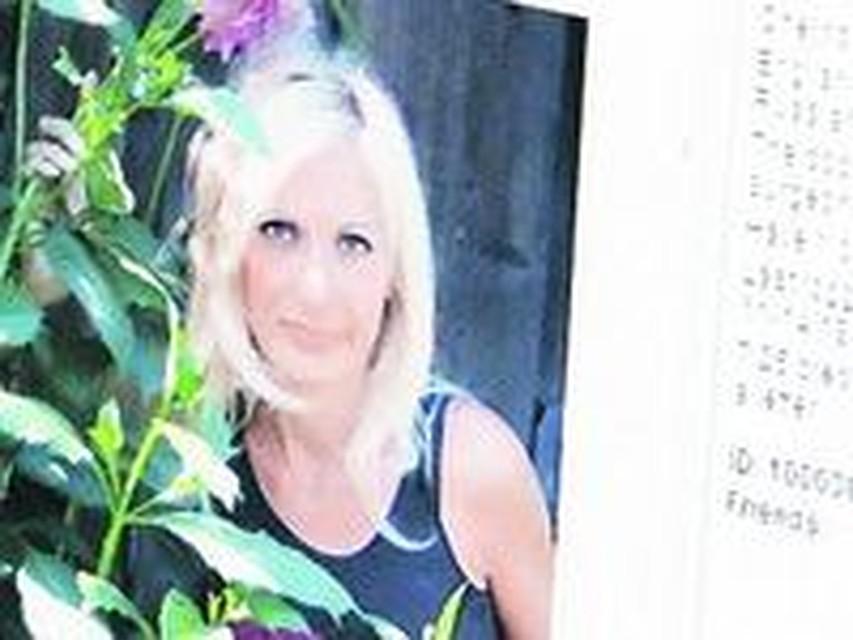 Иностранец снял блондинку в ресторане фото 593-959