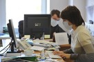 Офисные работники: «Лечимся чесноком и болеем перед компьютером!»