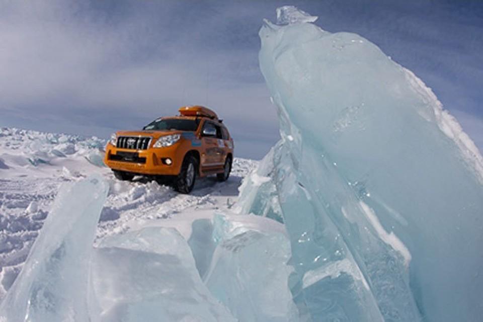 Машины «Экспедиции-Трофи» шли от Владивостока через льды Байкала (на фото) и Уральские горы...