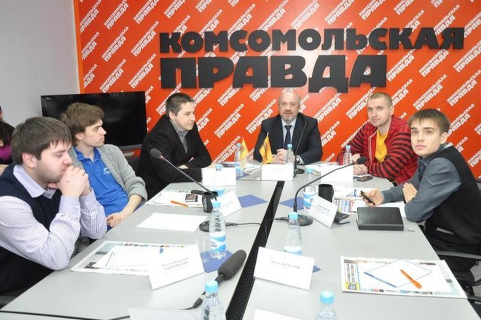 """Участники """"круглого стола"""" обсудили влияние Интернета на чистоту русского языка."""