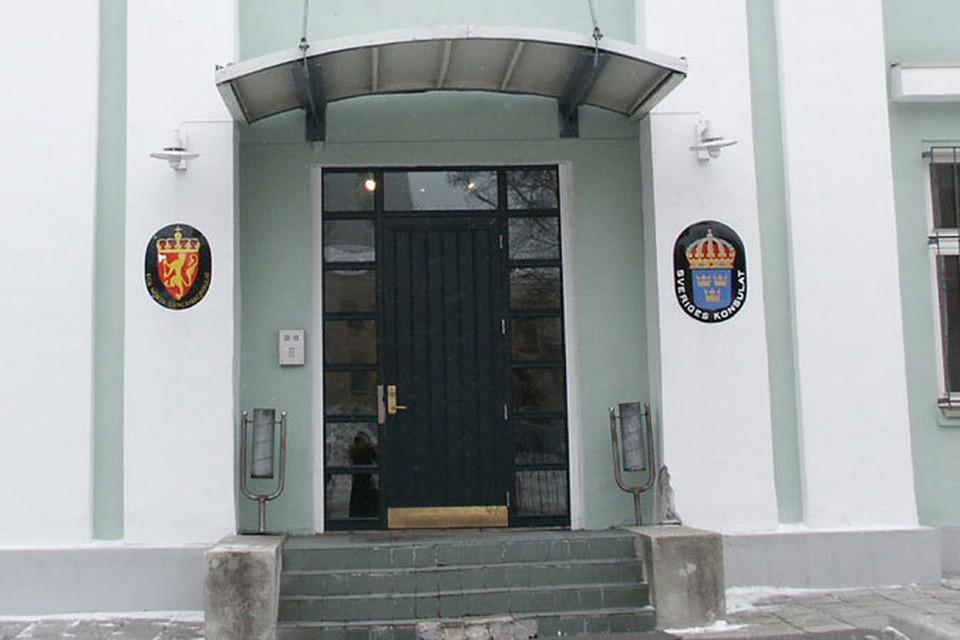 Удостоверение выдаются в норвежском консульстве в Мурманске с понедельника по пятницу с 14 до 15 часов.