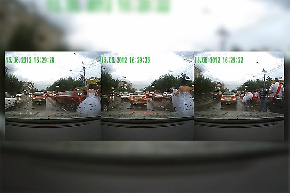 Смотреть онлайн скрытая камера в свадебном лимузине фото 717-156