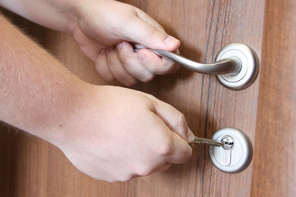 Помочь вскрыть дверь