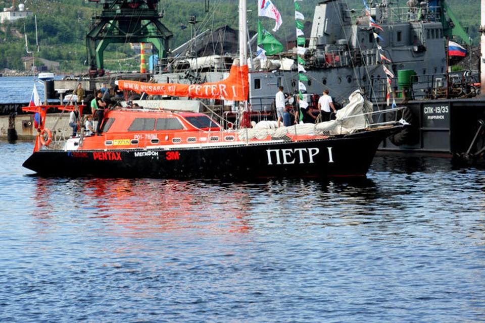 Российская яхта выглядит небольшой, но рекорды она ставит серьезные.