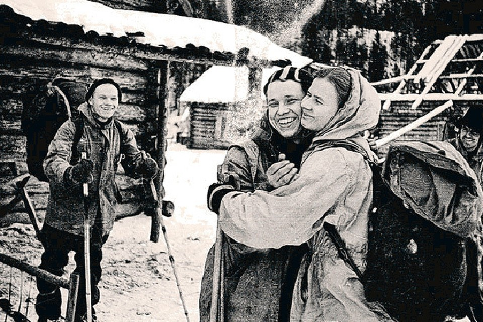 Заболевший Юра обнимается с Людмилой Дубининой на прощание. Что примечательно, Юрий Ефимович совершенно не помнит подробностей этой сцены.