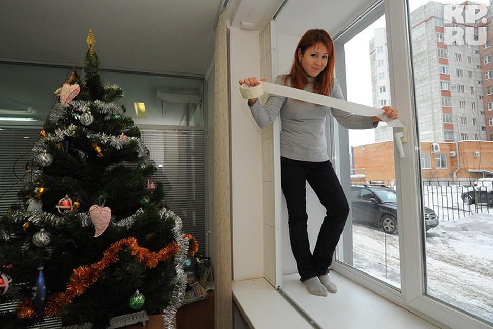 Image result for утепление пленкой рамы девушка