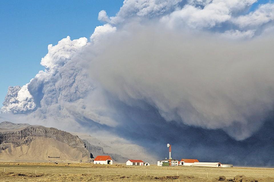 Вулкан Эйяфьяллайекюль проснулся в самый подходящий момент - он заставил всех говорить об Исландии и привлек сюда толпы туристов. Читайте об этом во второй части репортажа Дарьи Асламовой.
