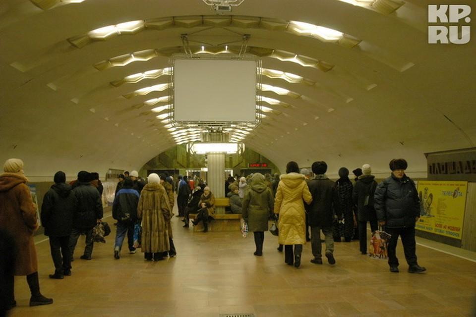 В ночь с 31 декабря на 1 января жители и гости третьей столицы смогут ездить на метро до часу ночи.