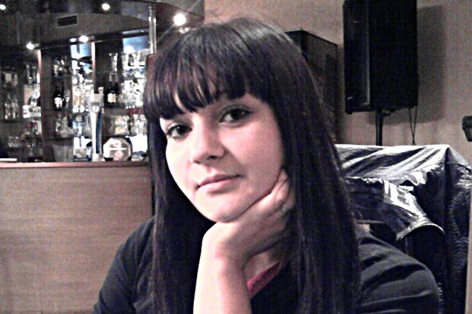 19-летняя Нина Шестакова погибла под колесами иномарки, которая врезалась поздним вечером в остановку транспорта.