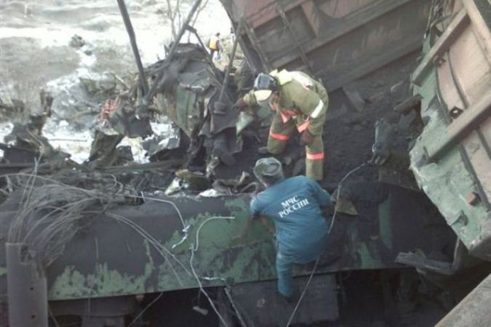 Сход вагонов на Транссибирской магистрали парализовал движение поездов