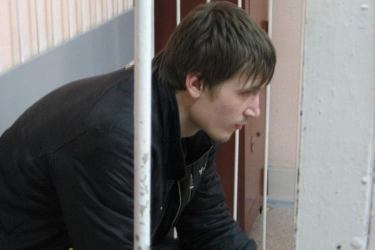 19-летний Анатолий утверждает, что убил свою девушку нечаянно. Правда, как так могло выйти, не говорит.
