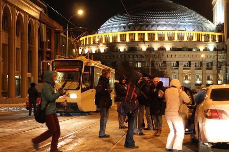 Для фильма «Елки-3» сняли ДТП рядом с Оперным театром Новосибирска.