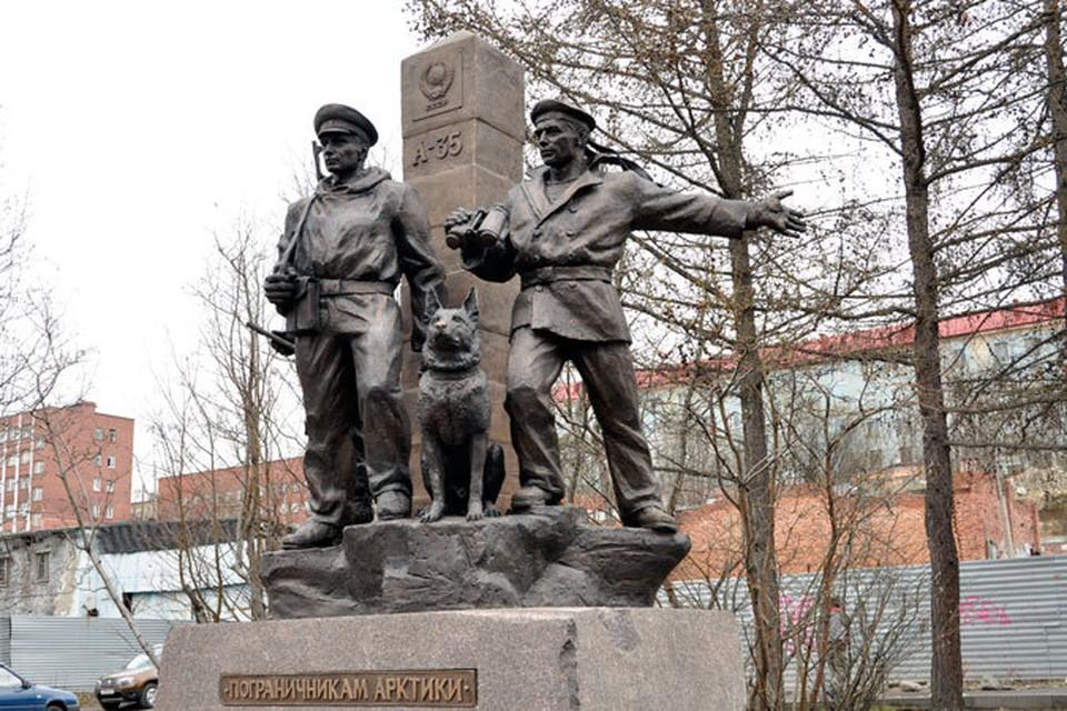 Памятник пограничникам Арктики в Мурманске