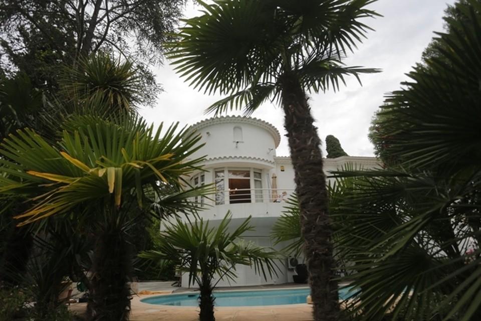 Дом на проспекте Изола Белла - в отдалении от центра Канн.