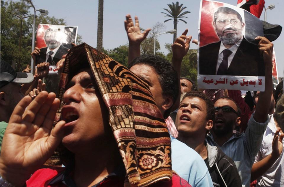 Сторонники Мурси требуют вернуть ему свободу и президентское кресло