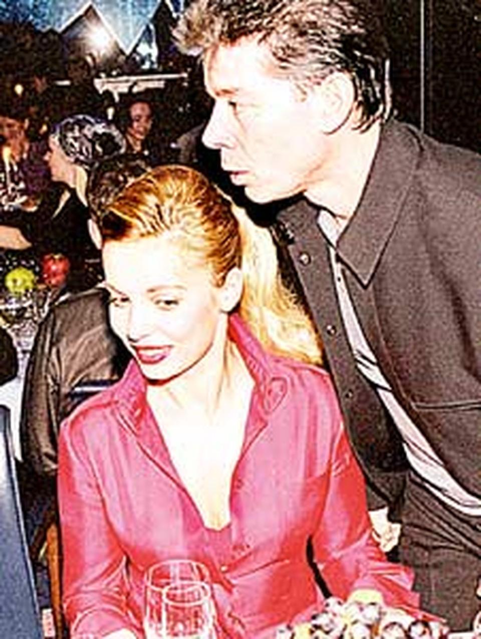 На светских приемах Олег Газманов  появляется  в сопровождении Марины (бывшей жены Вячеслава Мавроди).