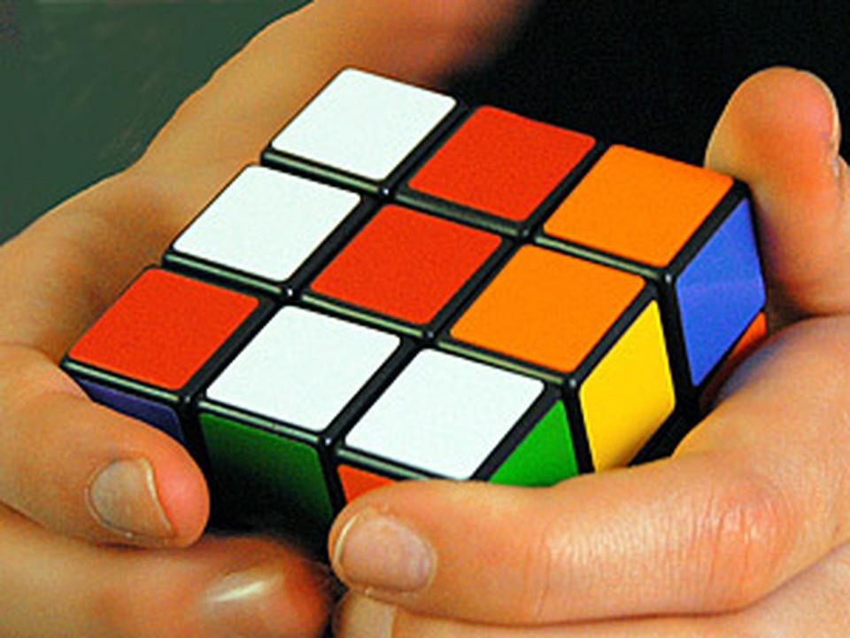 До начала конкурса участник имеет права смотреть на кубик всего восемь секунд