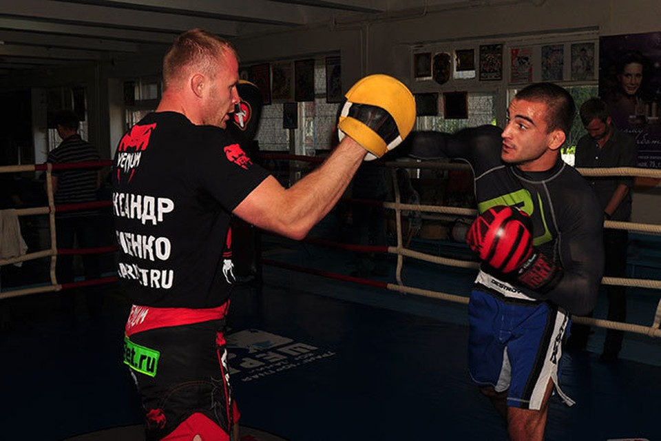 Андрей Корешков проиграл Бену Аскрену в бою за чемпионский титул