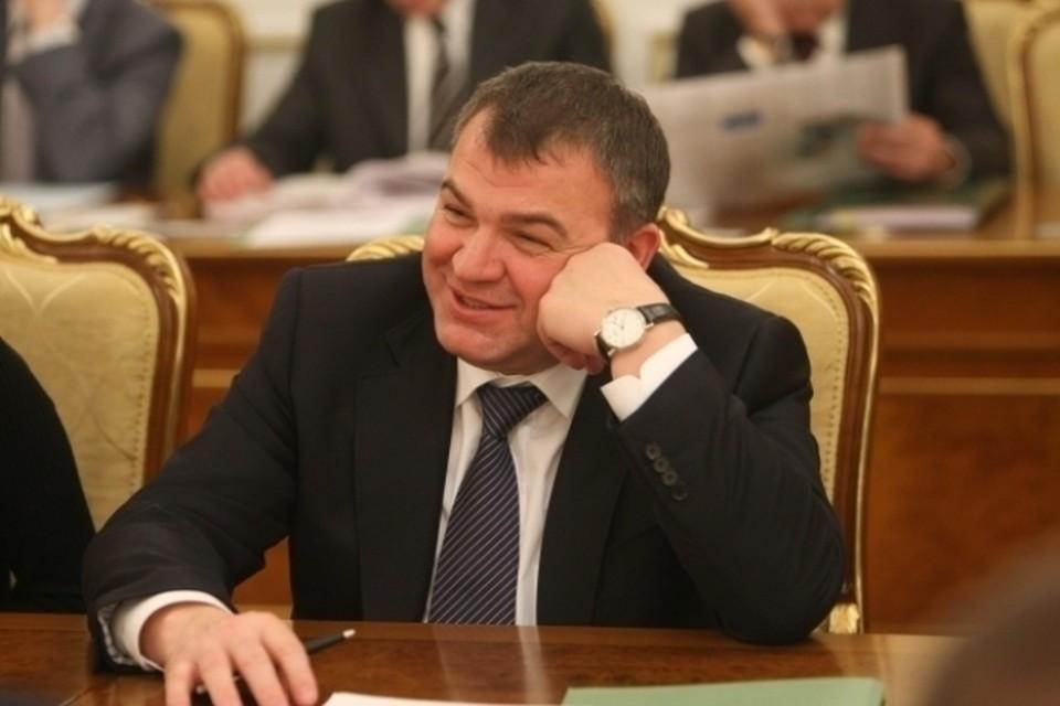 Собранные доказательства вполне могут повлиять на изменения в статусе Анатолия Сердюкова, который в данный момент проходит по делу свидетелем