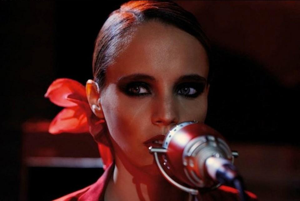 Британская инди-певица Анна Кальви выпустила второй альбом