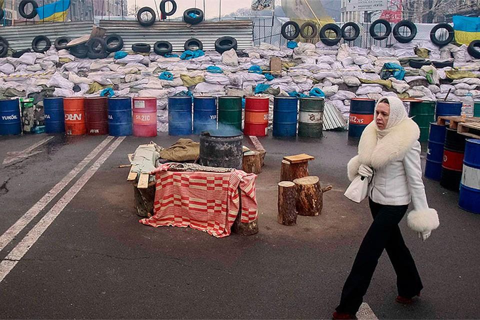 Майдан обрастает палатками, женщинами и скоморохами