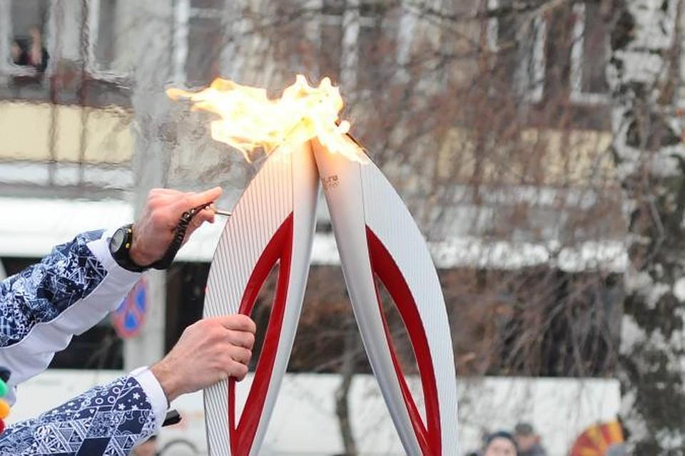 olimpiyskiy-fakel-v-pizde-foto