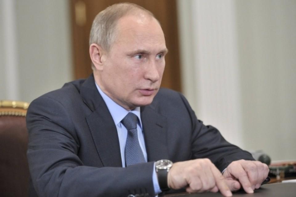 Путин поздравил студентов МИФИ, сыграв на рояле «Московские окна»