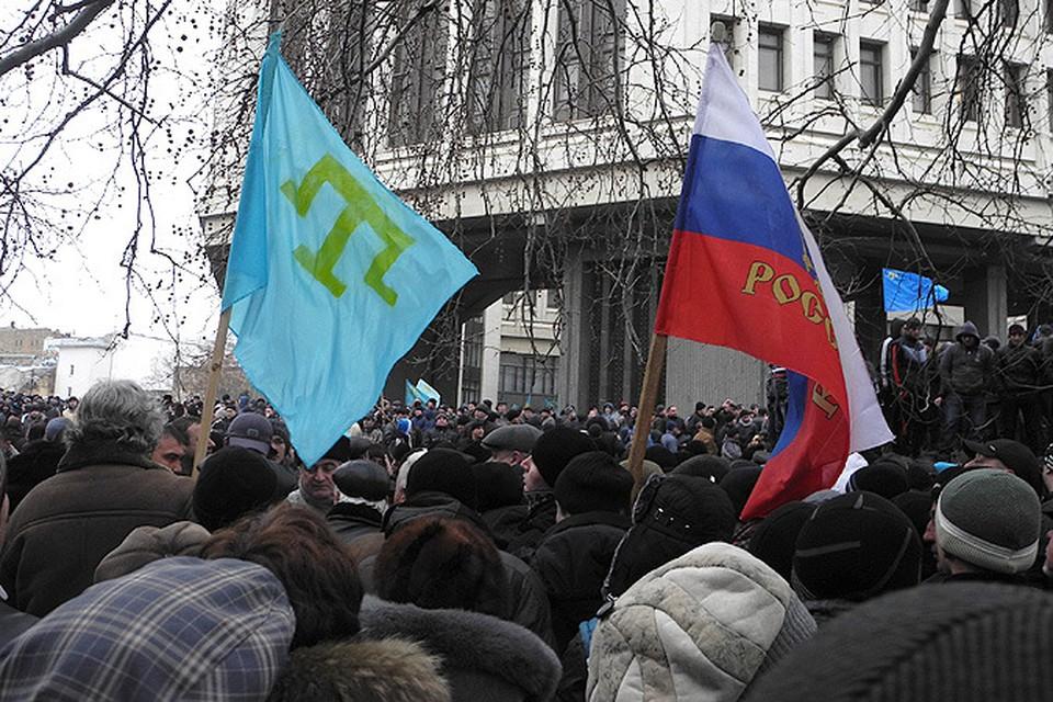 У парламента Крыма состоялись два митинга - в поддержку и против новых властей