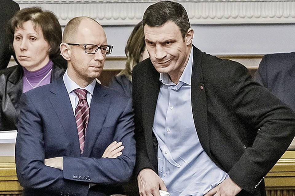 Арсений Яценюк (слева) взял портфель премьера, а вот Виталий Кличко остался без поста.