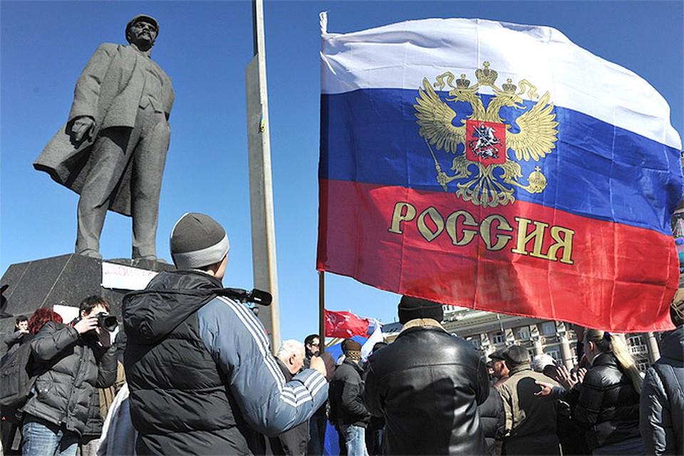 Один из многочисленных митингов за присоединение к России в Донецке