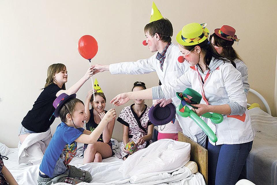 Волонтеры уверены: арттерапия помогает маленьким пациентам быстрее поправляться.