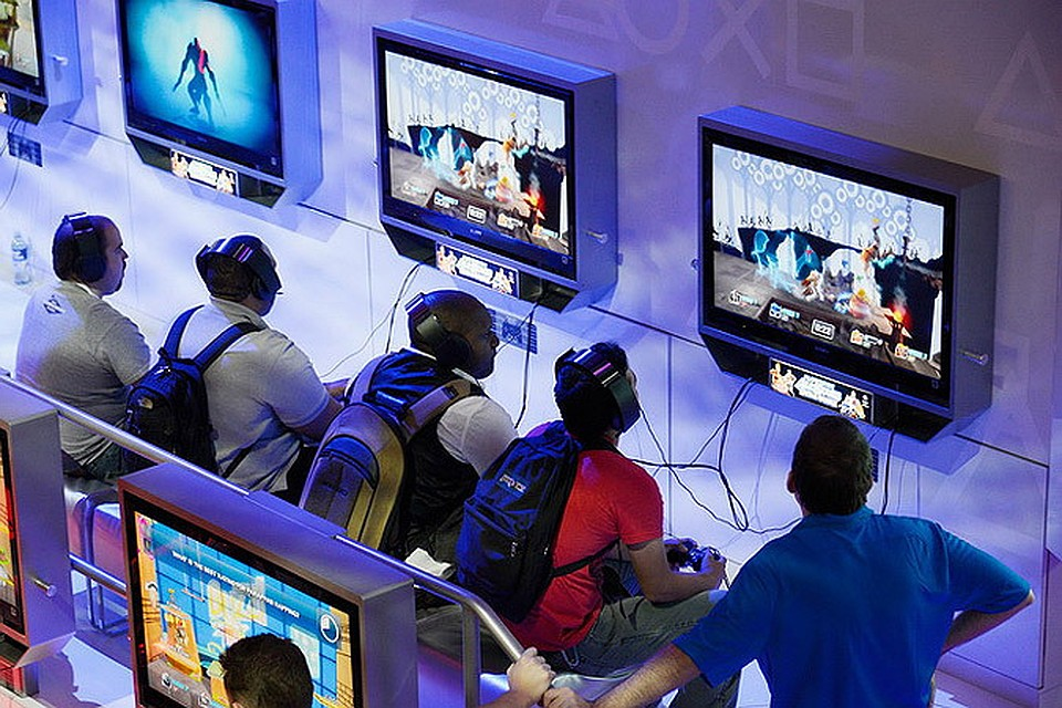 video games and society Washington — playing video games, including violent shooter games, may boost children's learning, health and social skills, according to a review of research on the positive effects of video game play to be published by the american psychological association.