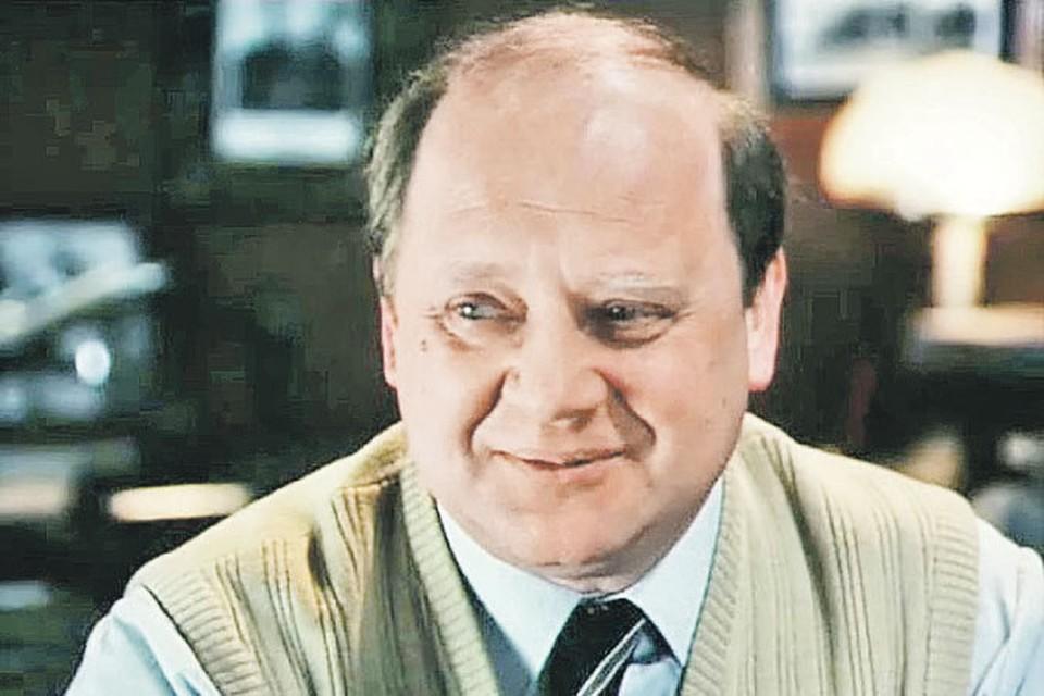 В фильме «Нежность к ревущему зверю» Юрий Визбор сыграл бывшего летчика, ставшего журналистом.