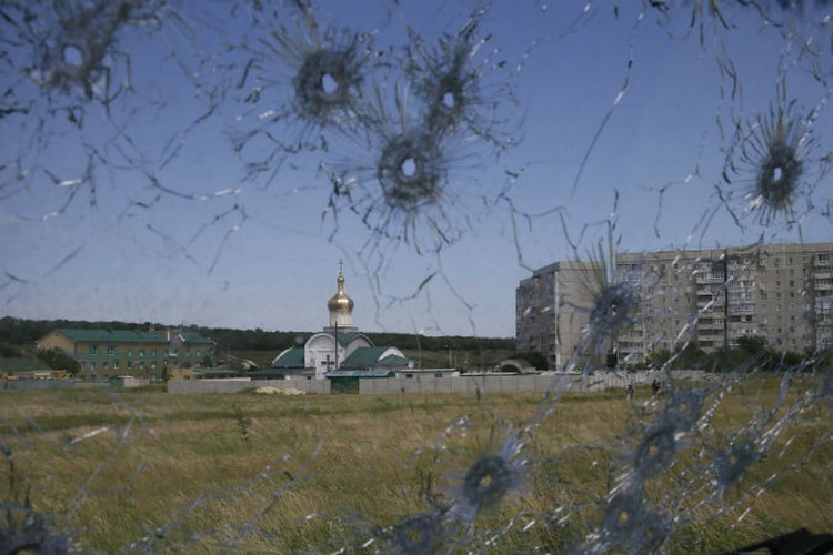 Церковь в Краснодоне попала под артиллерийский огонь